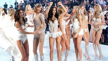 Victoria's Secret -malleja New Yorkin näytöksessä.