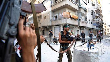 Syyrian kapinalliset väittävät ampuneensa alas armeijan hävittäjän.