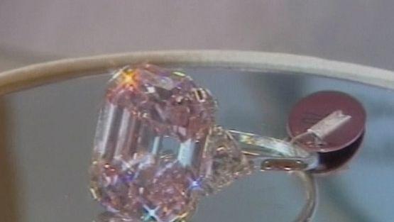 """Tämä timantti maksaa """"vain"""" 27 miljoonaa euroa."""