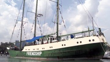 Greenpeacen Rainbow Warrior II on nyt Friendship-järjestön Ronghonu.