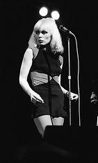 Debbie Harry esiintymässä vuonna 1978.