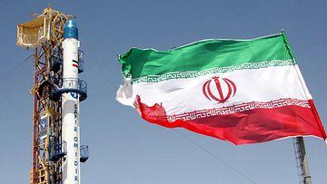 Iran laukaisi maata kiertävälle radalle Safir Omid -raketin vuonna 2008.