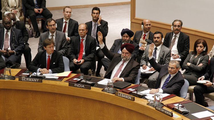 A handout photo provided by the United Nations on 05 October 2011 shows a view of the Security Council at the United Nations, in New York, USA, 04 October 2011, as Hardeep Singh Puri (C), Permanent Representative of India to the UN, and Nawaf Salam (R), Permanent Representative of Lebanon to the UN, register their abstentions on a draft resolution condemning the ongoing violence perpetrated by Syrian authorities against civilian protesters.