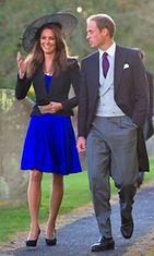 Britannian hovin kihlausilmoituksen jälkeen julkistama kuva prinssi Williamista ja Kate Middletonista lokakuulta 2010.