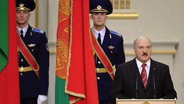 Aleksandr Lukashenka vannoi virkavalansa 21.01.2011. Hänet valittiin neljännelle kaudelle kiistellyissä presidentinvaaleissa joulukuussa.