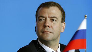 Medvedev: Ulkomaisista liikemiehist� voisi tehd� ven�l�isi�