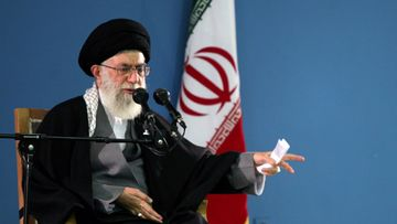 Iranin uskonnollinen johtaja ajatollah Ali Khamenei. Kuva Teheranista 9. tammikuuta 2012.