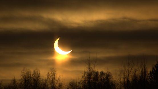 Auringonpimennys Luopiosissa 4.1.2011 noin klo 10.35. Kuvaaja: Alpo Roikola