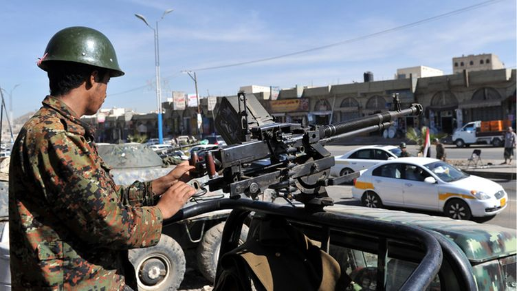A Yemeni soldier guards a checkpoint while others search vehicles in Sana'a, Yemen, 22 December 2012, as authorities step up security measures after three western tourists were kidnapped in the Yemeni capital. Unidentified gunmen had kidnapped three foreigners on 21 December in Sana'a, local media reported citing witnesses. The foreigners, said to be two Finnish and an Austrian national, were abducted from Tahrir Square in central Sana'a. Several foreigners have been kidnapped in recent months in Yemen by tribesmen demanding the release of prisoners and other concessions from the federal government.