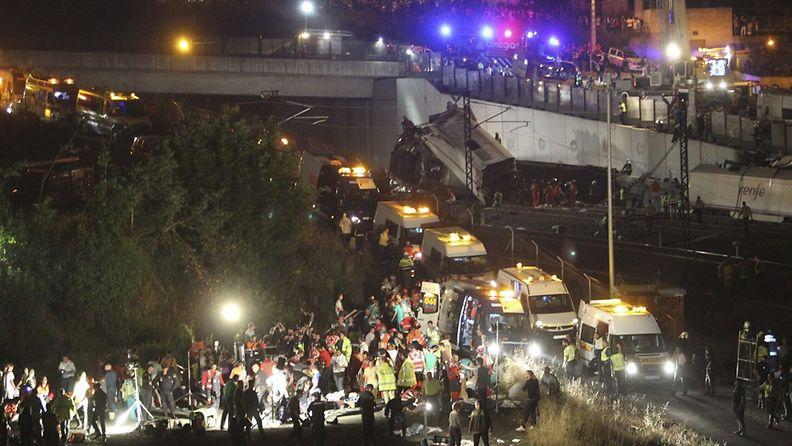 Pohjois-Espanjassa tapahtuneessa junaturmassa on kuollut ainakin 35 ihmistä.