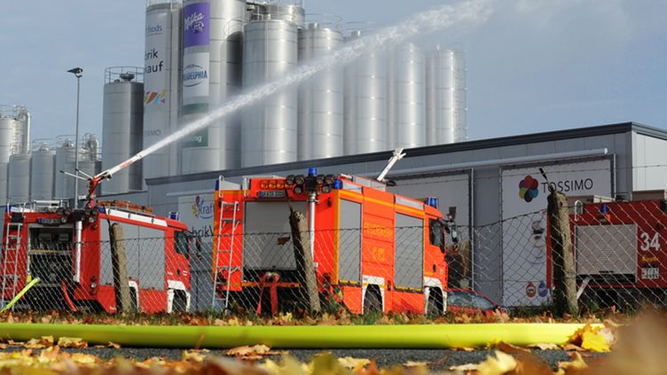 Firefighters carry out an operation after a chemical accident at a plant of the food company Kraft Foods in Bad Fallingbostel, Germany, 16 October 2012.