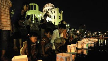 epa02857049 Residents float paper lanterns on the Motoyasu River to honour the victims of the world's first atomic bombing in Hiroshima, Japan, 06 August 2011, to mark the 66th anniversary of the 1945 atomic bombing.