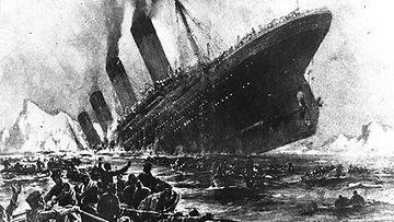 Tuntemattoman taiteilijan näkemys hetkestä, jolloin uppoamaton laiva vajosi pohjaan.