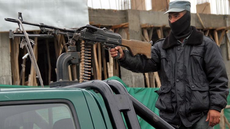 Afghan security official stands guard at the checkpoint on a roadside in Kabul, Afghanistan, 21 April 2012. Afghanistan's intelligence agency on 21 April said it had foiled a massive attack on Kabul after seizing 10,000 kilograms of explosives hidden in a truck and arresting five suspects. Three others suspected terrorists, who allegedly planned to assassinate Vice President Mohammad Karim Khalili, were arrested on 15 April, said Tahiri, the day Taliban insurgents launched coordinated attacks in Kabul and other cities. EPA/S. SABAWOON