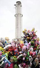Vappupallojen myyntiä Helsingissä vappuaattona 30. huhtikuuta 2013