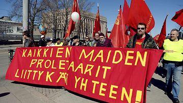 Helsingin työväen ja vasemmiston vappumarssi lähti Kansalaistorilta kohti Hakaniemen toria vappupäivänä 1. toukokuuta 2013.