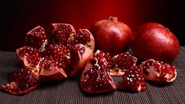 Granaattiomena on kaunis, terveellinen ja hyvänmakuinen hedelmä.
