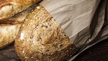 Tuore leipä kuivahtaa nopeasti, koska siinä ei ole niin paljon säilöntäaineita.