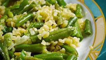 Vihreät pavut sopivat todella hyvin vähäkalorisen salaatin täytteeksi.