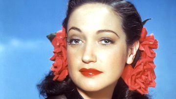 Dorothy Lamourin sensuelleja huulia korostaa raikas, korallinen huulipuna.