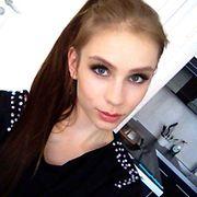 Tämä oli meikkini siskoni häissä. Melko tumma, mutta silti naisellinen. Tykkään myös meikistä jossa on kirkkaat huulet ja hieman kevyemmin meikatut silmät. Kuva: Viivi Vornanen