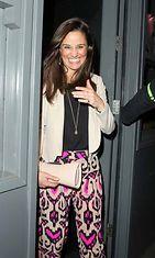 Pippa Middleton poistuu lontoolaisesta ravintolasta, 2013
