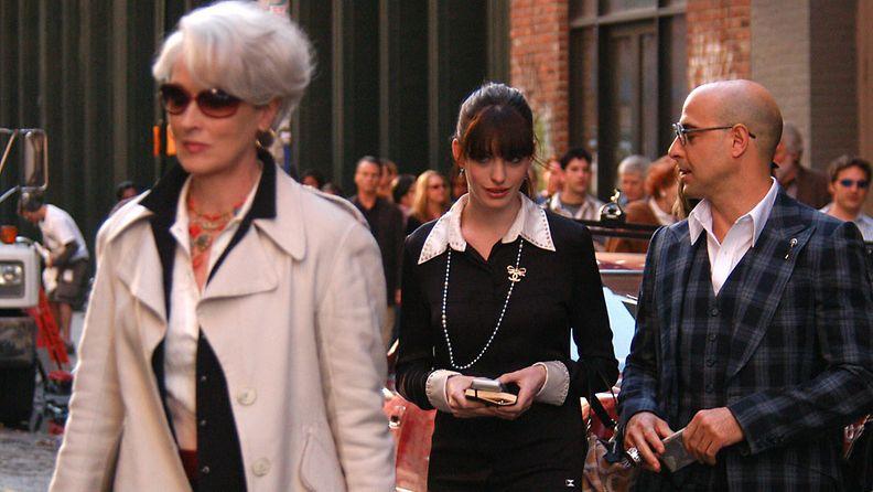 Anne Hathaway ja Meryl Streep Paholainen pukeutuu Pradaan -kuvauksissa, 2005