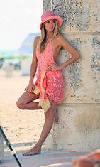 Malli Jessica Hart poseeraa Louis Vuittonin kuvauksissa vuonna 2013.