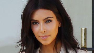 Kim Kardashianin rusketus pukee tummaveristä kaunotarta.