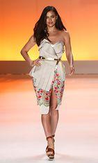 Brasilialainen malli Irina Shayk suosii selvästi päivettynyttä ihoa.