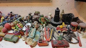 Viikin jätevedenpuhdistamolle viemäreistä päätyneitä esineitä.