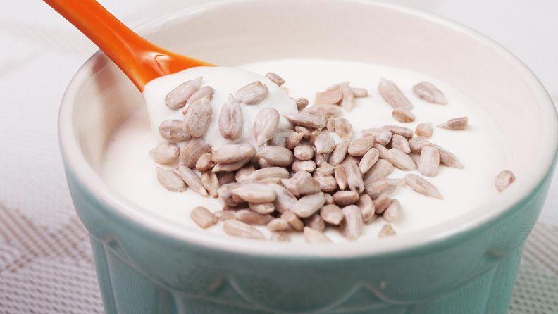 jogurtti, auringonkukansiemenet