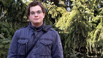 Oululainen Jere Huovinen teki tämän kevään ennätystuloksen ylioppilaskirjoituksissa. Hän sai laudaturin eli parhaan mahdollisen arvosanan kaikista yhdestätoista aineesta, jotka hän kirjoitti.