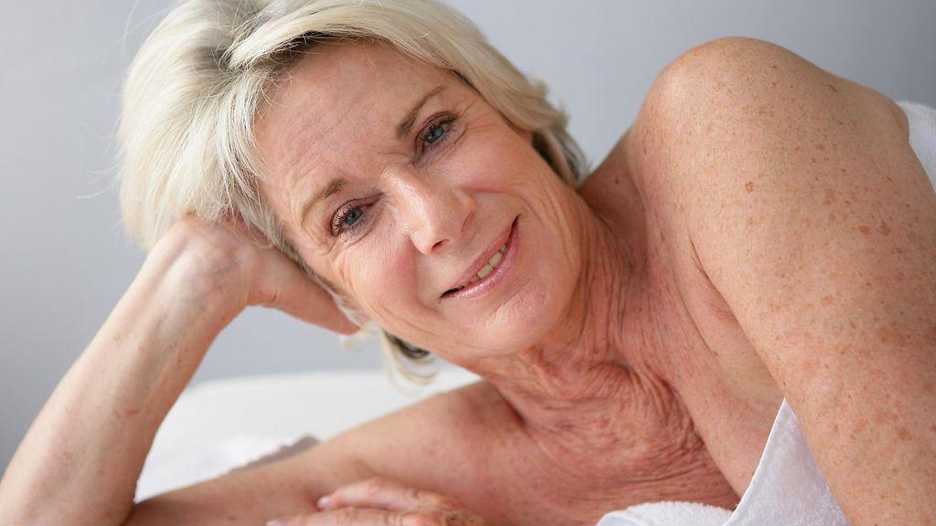 behaarte brust sexuell stimulieren