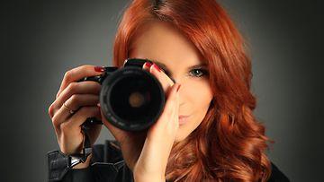 Nainen ja kamera