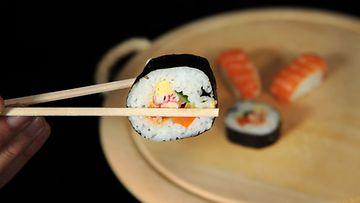 Sushia syödään ravintoloissa yhä enemmän. Kuva: Lehtikuva