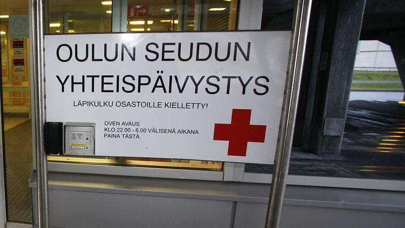 Oulun yliopistollisen sairaalan päivystyksen sisäänkäynti 26. lokakuuta 2009.
