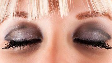 tumma silmämeikki