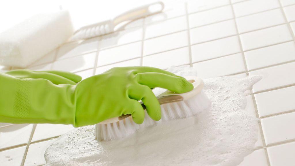 Laattojen puhdistus kalkista
