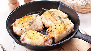 Valurauta pannu kanat grillaus