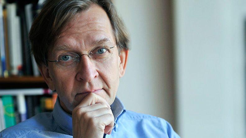 Akatemiaprofessori Martti Koskenniemen mukaa Edward Snowdeni voisi saada turvapaikan Suomesta.
