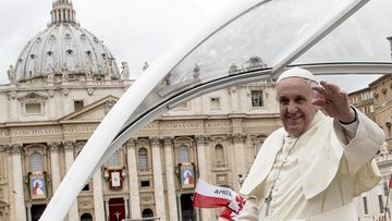 Paavi matkaa taas