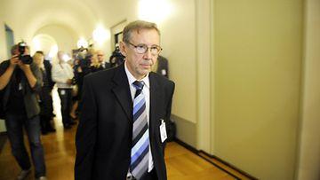 Oikeuskansleri Jaakko Jonkka eduskunnassa lokakuussa 2010.
