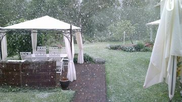 Lunta satoi Hämeenlinnassa 17. kesäkuuta 2014. Lukijan kuva: Tero Koskinen