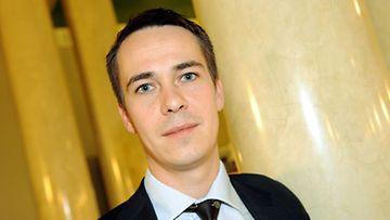 Europarlamentaarikko Carl Haglund (r.) ehdottaa EU:lle rajuja säästöjä.