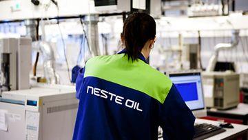 Neste Oilin Porvoon jalostamon laadunvalvontalaboratorio 7. kesäkuuta 2011.