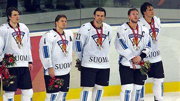 Aki Berg, Kimmo Timonen, Teppo Numminen, Saku Koivu ja Teemu Selänne.
