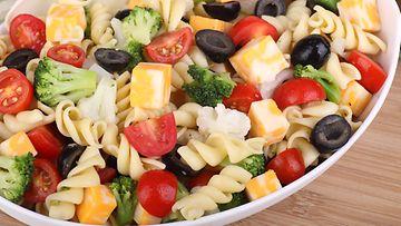 salaatti,-pasta, älä heitä ruokaa roskikseen