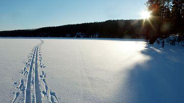 Keuruu: Latu järven jäällä. LEHTIKUVA / HEIKKI SAUKKOMAA / IMAP