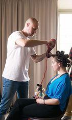 Hiustylisti Dejan Cekanovic neuvoo miten hiuksista saa kauniit ja kuohkeat.